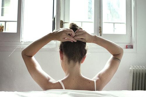 chignon come fare-capelli-pettine-toccarsi-bon-ton-buone-maniere-doppie-punte-bon-ton-non-si-dice-piacere