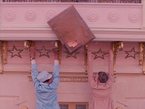 grand hotel budapest-rifugio-lilla-la-thuile-non-si-dice-piacere-galateo-bon-ton-hotel-albergo