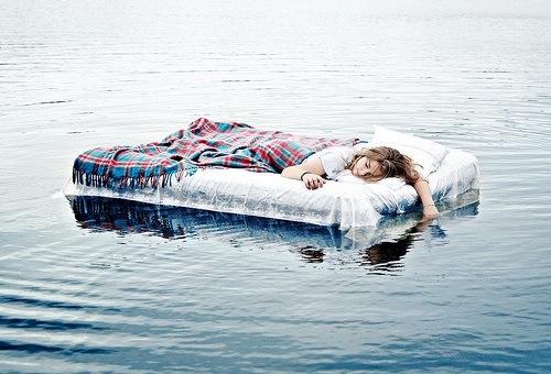 letto-let's-go-ricominciamo-capodanno-7-gennaio-dopo-feste-buone-maniere-galateo-bon-ton-non-si-dice-piacere