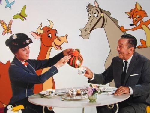mary-poppins-walt-disney-tè-cinque-invitare-offrire-servizio-te-bon-ton-buone-maniere-goolp-non-si-dice-piacere-buone-maniere-stelle