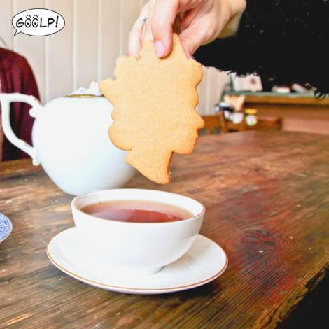 servizio-te-bon-ton-buone-maniere-goolp-non-si-dice-piacere-buona-maniere-queen-biscuit.1_0