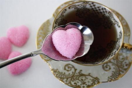 sugar-cubes-zolletta-zucchero-tipi-tè-cinque-invitare-offrire-servizio-te-bon-ton-buone-maniere-goolp-non-si-dice-piacere-buone-maniere-stelle