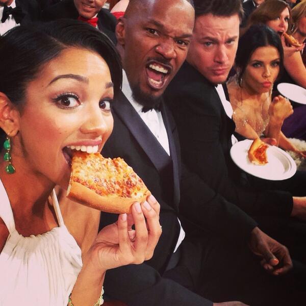 selfie-pizza-oscar-smartbox-social-dinner-rossopomodoro-eatataly-brian-berry-building-pizza-mangiare-mani-dita-non-si-dice-piacere-bon-ton