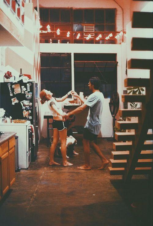 ballare-cucina-verità-amiche-single-acide-amore-bon-ton-eleganza-bugie-non-si-dice-piacere-galateo