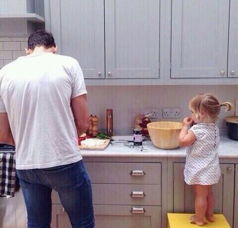 cucinare-padri-papà-festa-auguri-uomini-relazioni-come-essere-papa-fidanzati-non-si-dice-piacere-bon-ton-buone-maniere-festa-papà
