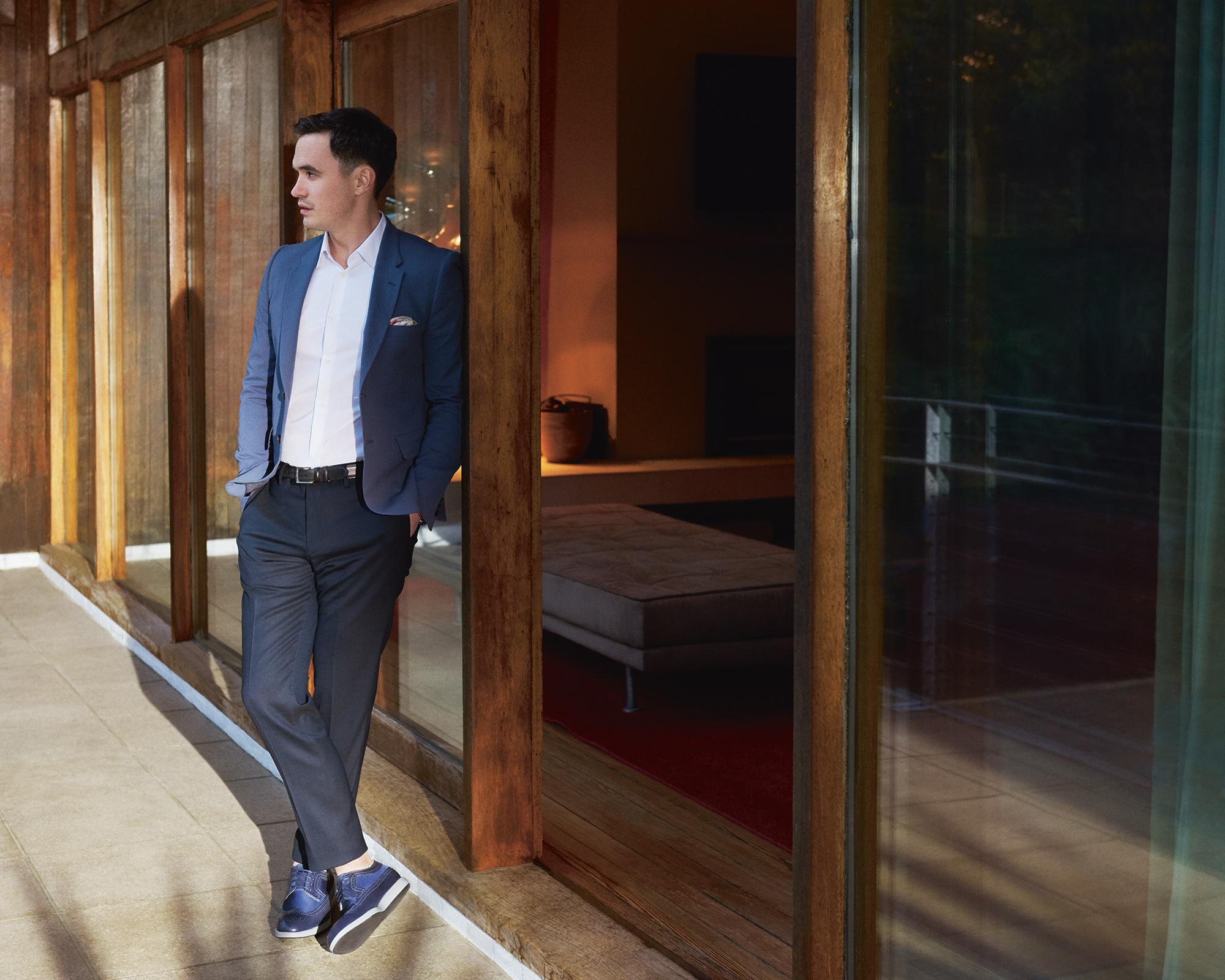 RichardAinsworthPortrait -  hogan-casual-business-uomo-stile-friday-casual-come-vestirsi-non-si-dice-piacere-bon-ton-buone-maniree