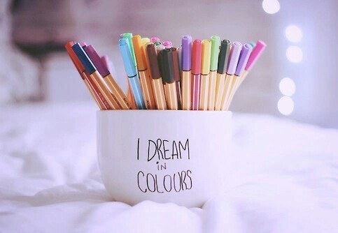 colori-scrivania-nuove-scoperte-lifestyle-non-si-dice-piacere-bon-ton buone-maniere-blog-galateo