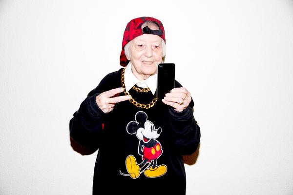 lyn-power- our generation-età- vestiti-come-vestirsi-giovani-vecchi-non-si-dice-piacere-bon-ton-buone-maniere