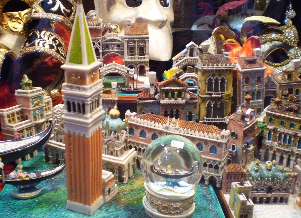 Souvenirs_Venezia-souvenir-gadget-ricordi-vacanze-week-end-viaggi-non-si-dice-piacere-bon ton-buone-maniere