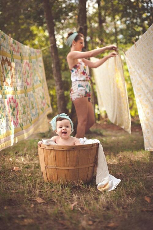 bucato-mamma-figlia-mamma-festa-idolo-supereroe-comportarsi-non-si-dice-piacere-bon-ton-buone-maniere-galateo