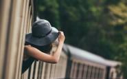 fuori-finestrino-viaggiare-treno-galateo-bon-ton-viaggiatore-buone-maniere-viaggi-treno-silenzio-non-si-dice-piacere