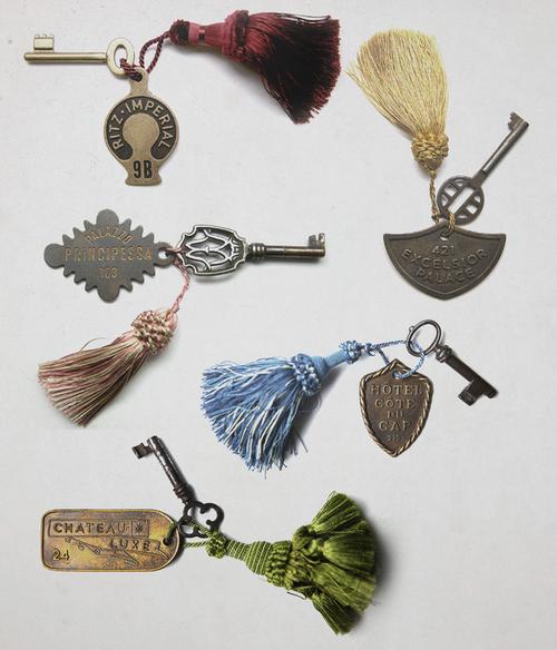 hotel-chiavi-souvenir-gadget-ricordi-vacanze-week-end-viaggi-non-si-dice-piacere-bon ton-buone-maniere