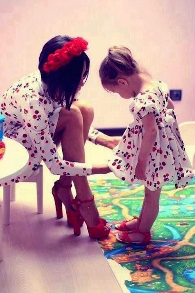 mamma-bambini-vestiti-mamma-festa-idolo-supereroe-comportarsi-non-si-dice-piacere-bon-ton-buone-maniere-galateo