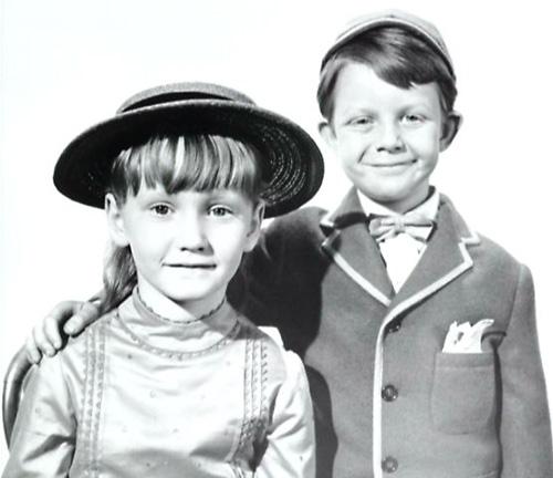 mary-poppins-età- mamma-festa-idolo-supereroe-comportarsi-non-si-dice-piacere-bon-ton-buone-maniere-galateo