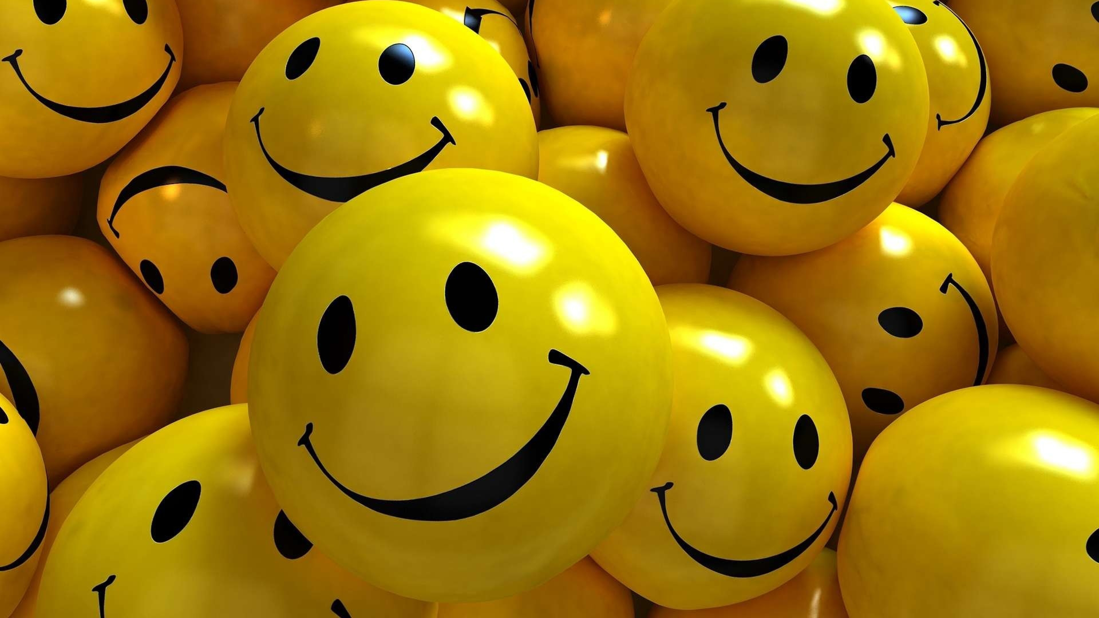 Smile-Wallpaper-anni 80-estate-ridere-sorridere-giallo-pantone-concerti-vasco-smile