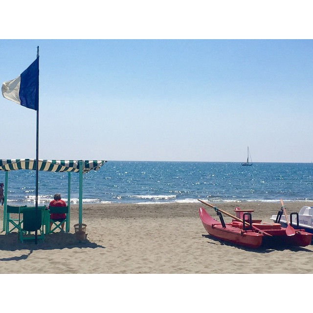 marechiaro-forte.dei-marmi-pattino-bagnino-mare