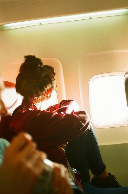partire-posto-finestrino-viaggi-nuove-abitudini-trentenni-bon-ton-buone-maniere-viaggiatori-non-si-dice-piacere-blog