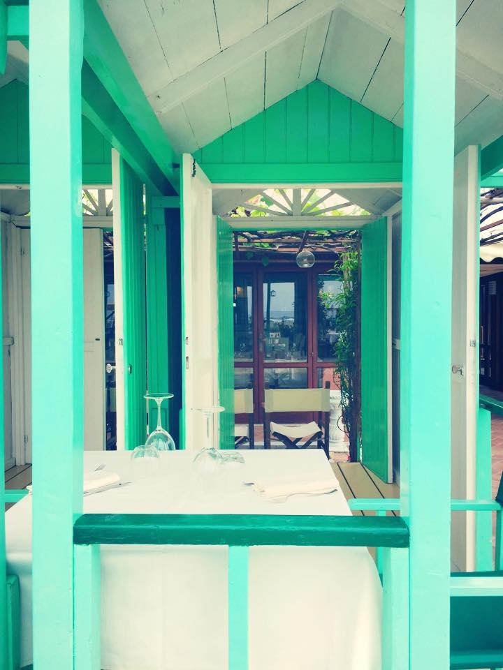 ristorante-marechiaro-cabina-spiaggia-tavolo