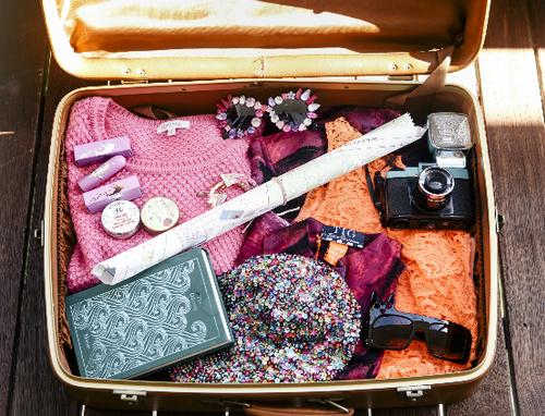 valigia-viaggi-nuove-abitudini-trentenni-bon-ton-buone-maniere-viaggiatori-non-si-dice-piacere-blog