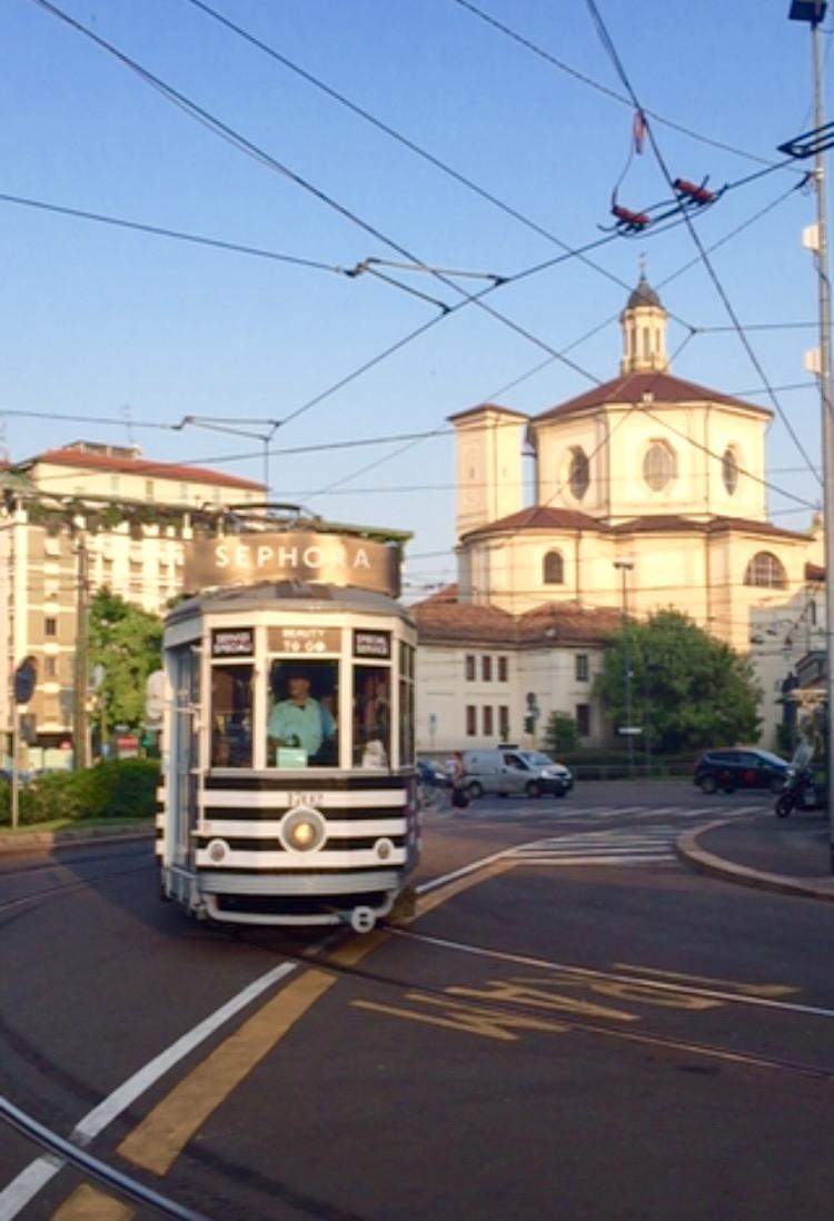 sephora-tram-milano- piazza-fontana