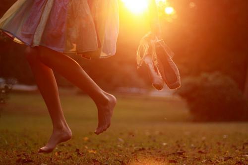 camminare-estate-scalzi-infradito