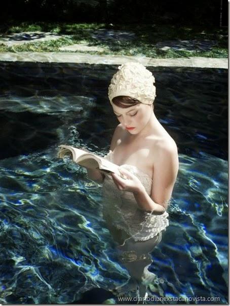 emma stone reading_vacanza-sfogliare-riviste
