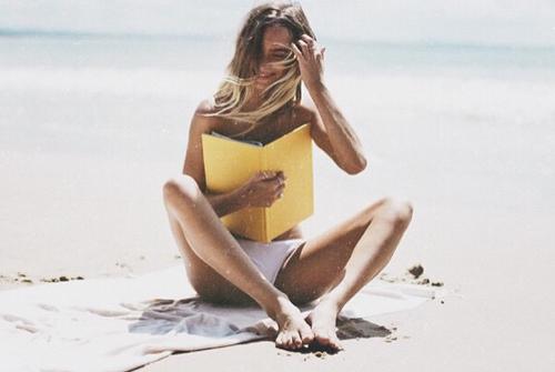 libro topless- spiaggia-abbronzatura