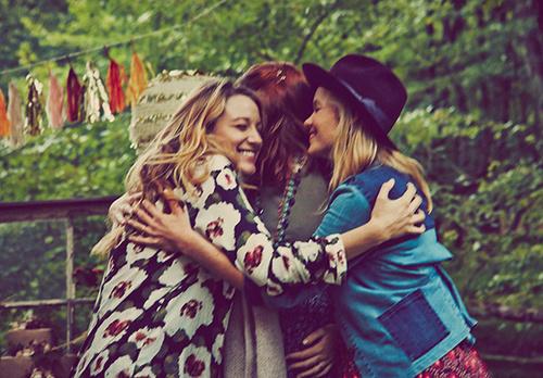 amiche incinte -felicità- piangere