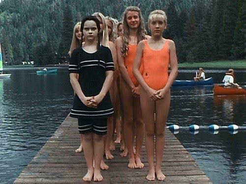 mercoledì-adams -costume-intero-prova-bikini