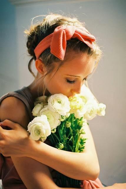 ragazza-dolce-fiori-perdono