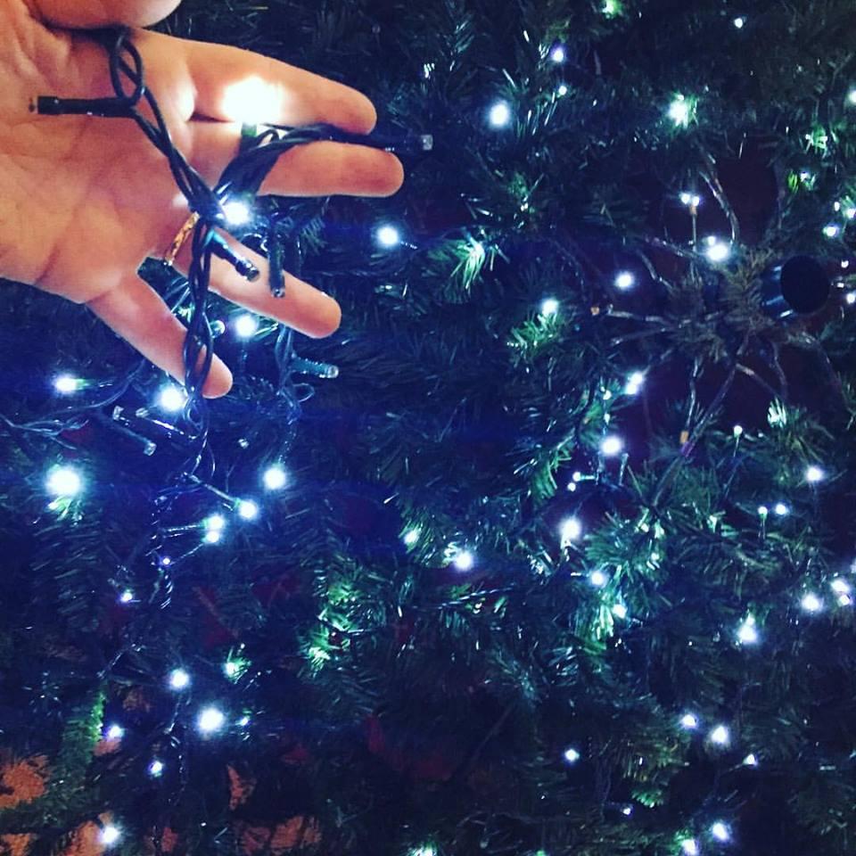 albero natale come mettere le luci