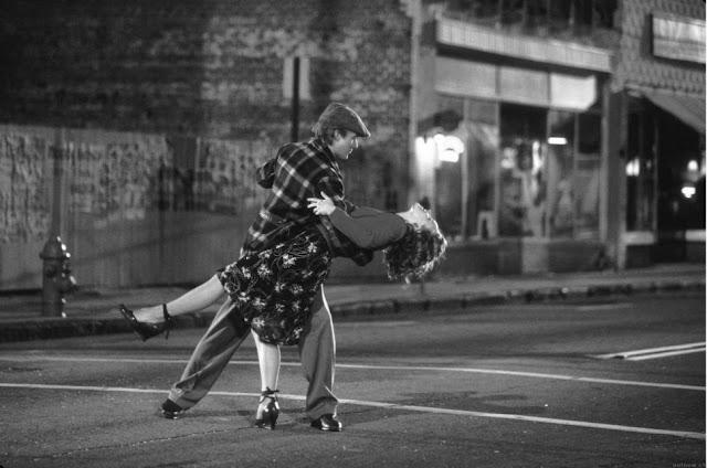 amore ballare per strada piccole cose