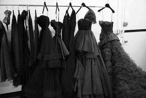 vestiti neri-black dress- colore armadio - non si dice piacere
