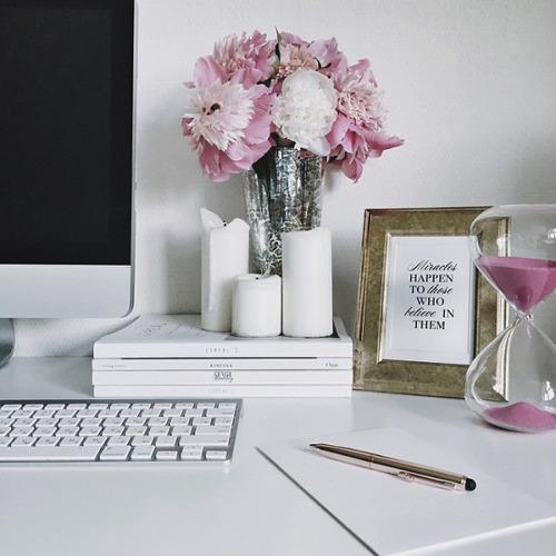 scrivania-ordinata- riordinare idee