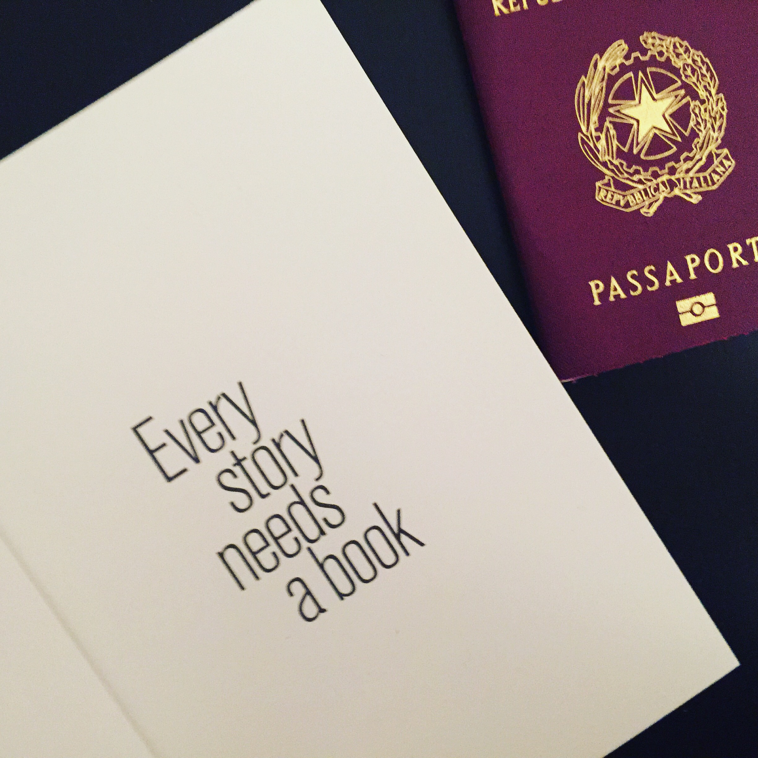 every story needs a book- passaporto partire