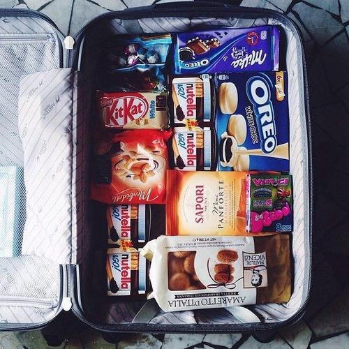 bagaglio a mano- cibo- trucchi- shampoo- deodorante