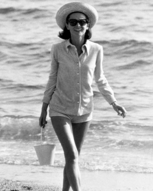 audry hepburn - camicia spiaggia- eleganza -