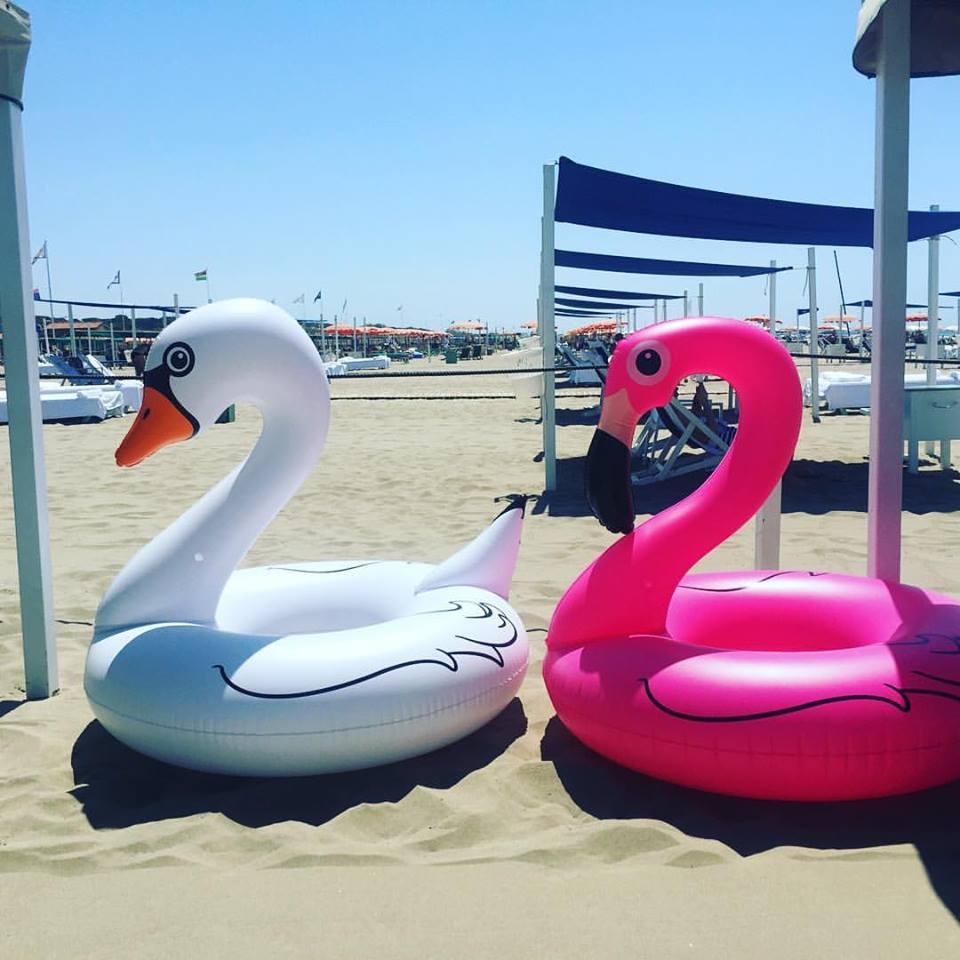 spiaggia estate amore odio caldo fenicotteri