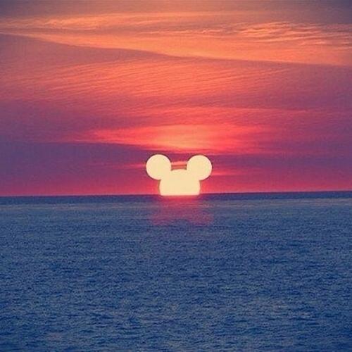 tramonto in spiaggia fino a tardi l'ora più bella