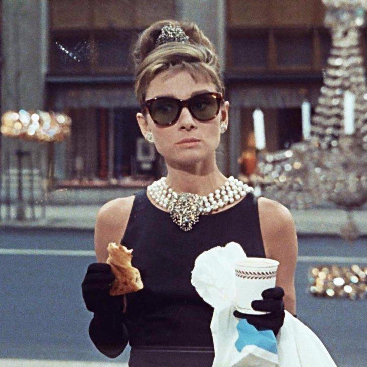 audrey-hepburn-costume-ideas-colazione-da-tiffany-eleganza