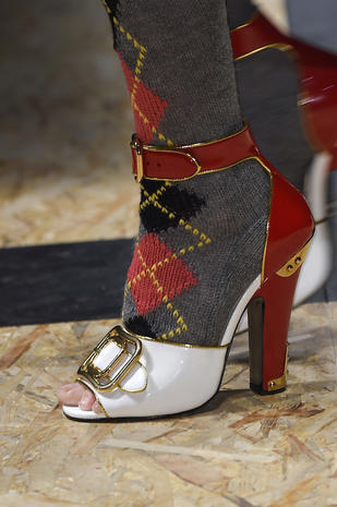 prada-autunno-inverno-2016-2017-calzini-sandali-trend-moda
