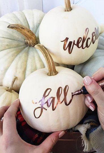 cambio-stagione-autunno-foglie-zucche-decorazioni