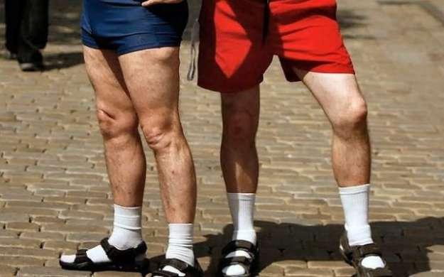 sandali-e-calzini-turisti-tedeschi-nni-70