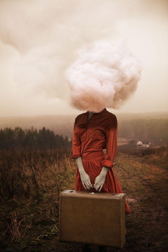 testa-fra-le-nuvole-sovrappensiero-non-pensare-dimenitcare