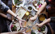 atmosfera-cena-amici-casa-invitare-padrona-di-casa-bon-ton