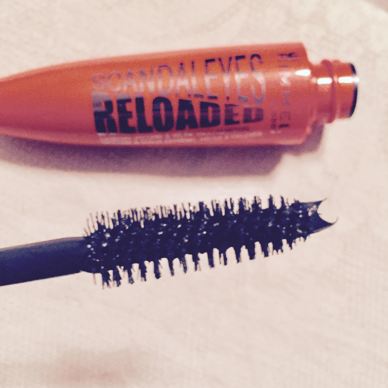 mascara-rimmel-scadaleyes-reloaded-acqua-tiepida-come-togliere-mascara-bellezza-gesti-nuovi