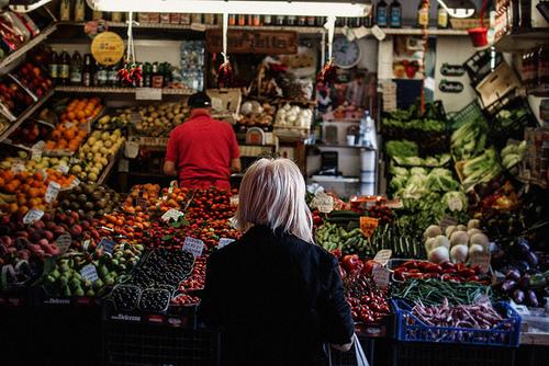 mercato-spesa-week-end-frutta-verdure-abitudini