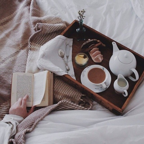 sabato-colazione-a-letto-autunno-week-end-abitudini