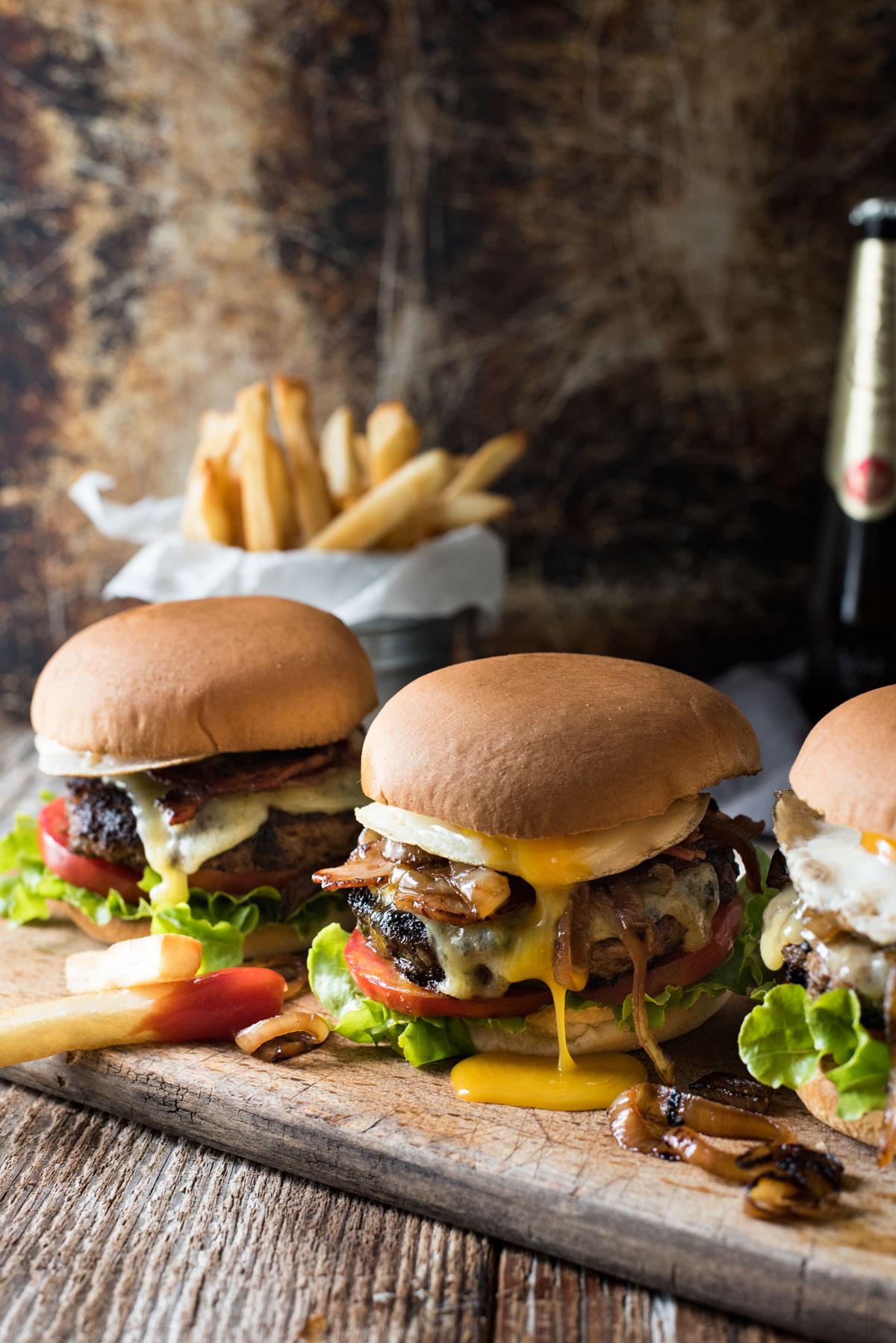 come-mangiare-hamburger-bon-ton-buone-maniere-educazione