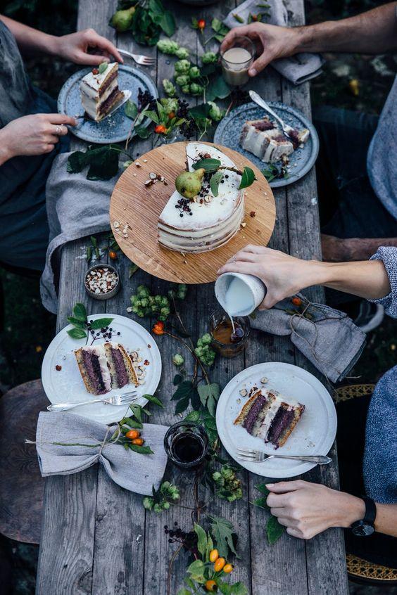 mangiare-amici-tavolo-rettangolare